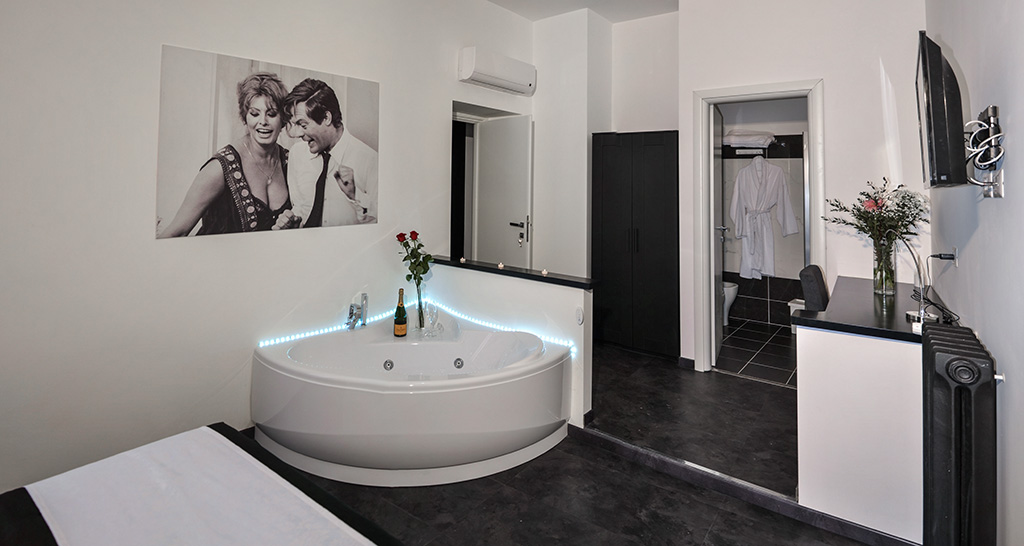 Suite deluxe con vasca idromassaggio goodlife via veneto - Vasca in camera ...