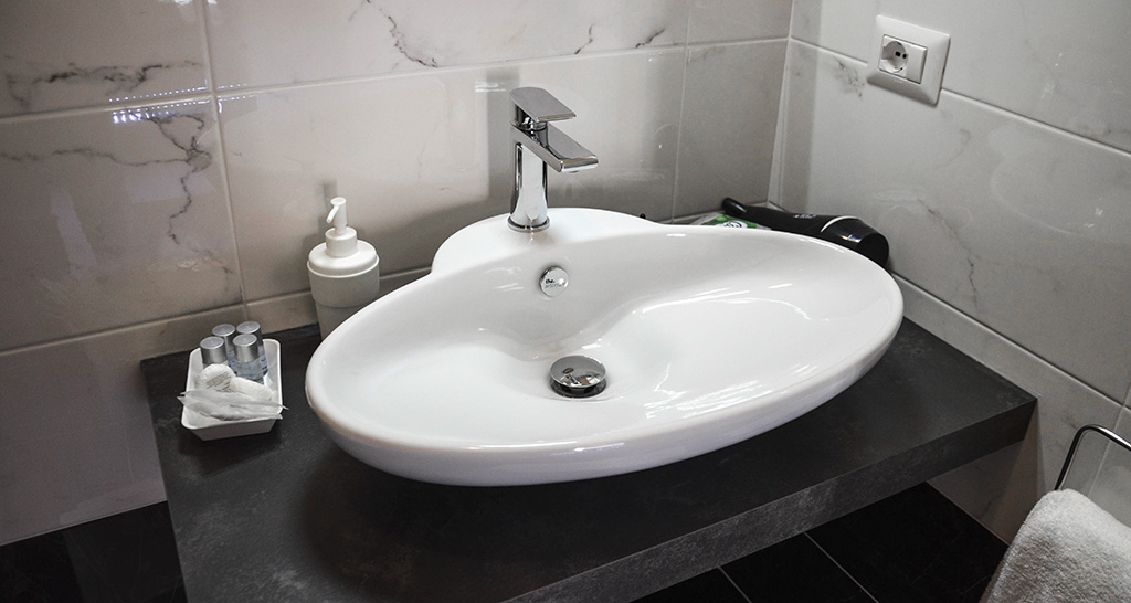 Suite king con vasca idromassaggio goodlife via veneto - Lavandino bagno ...